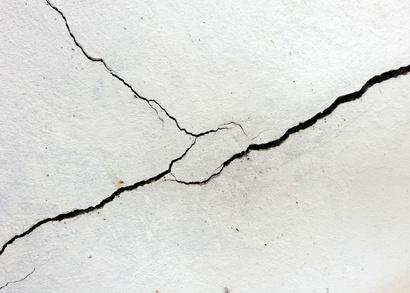 Enduire un mur for Reboucher des fissures au plafond